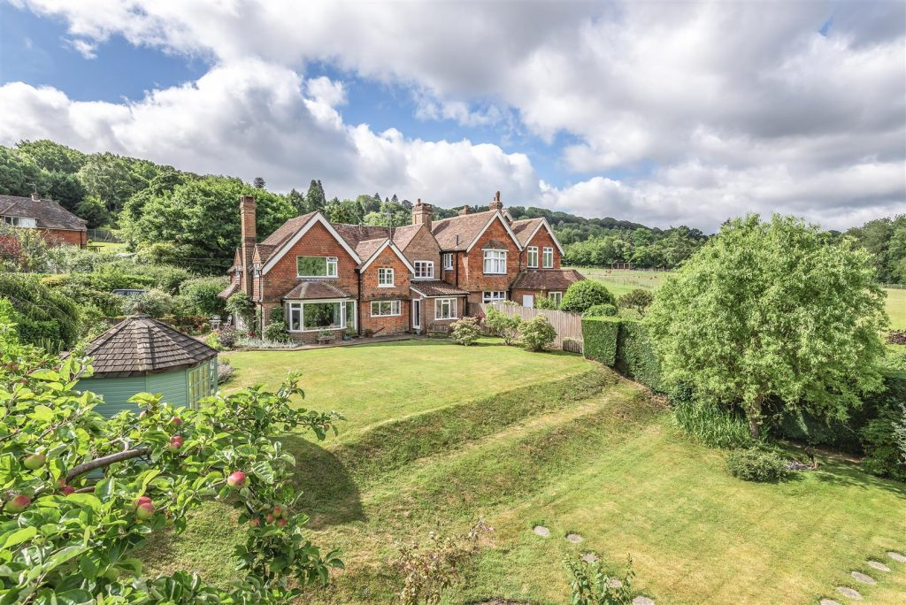 Grayswood, Haslemere QUIET VILLAGE LOCATION